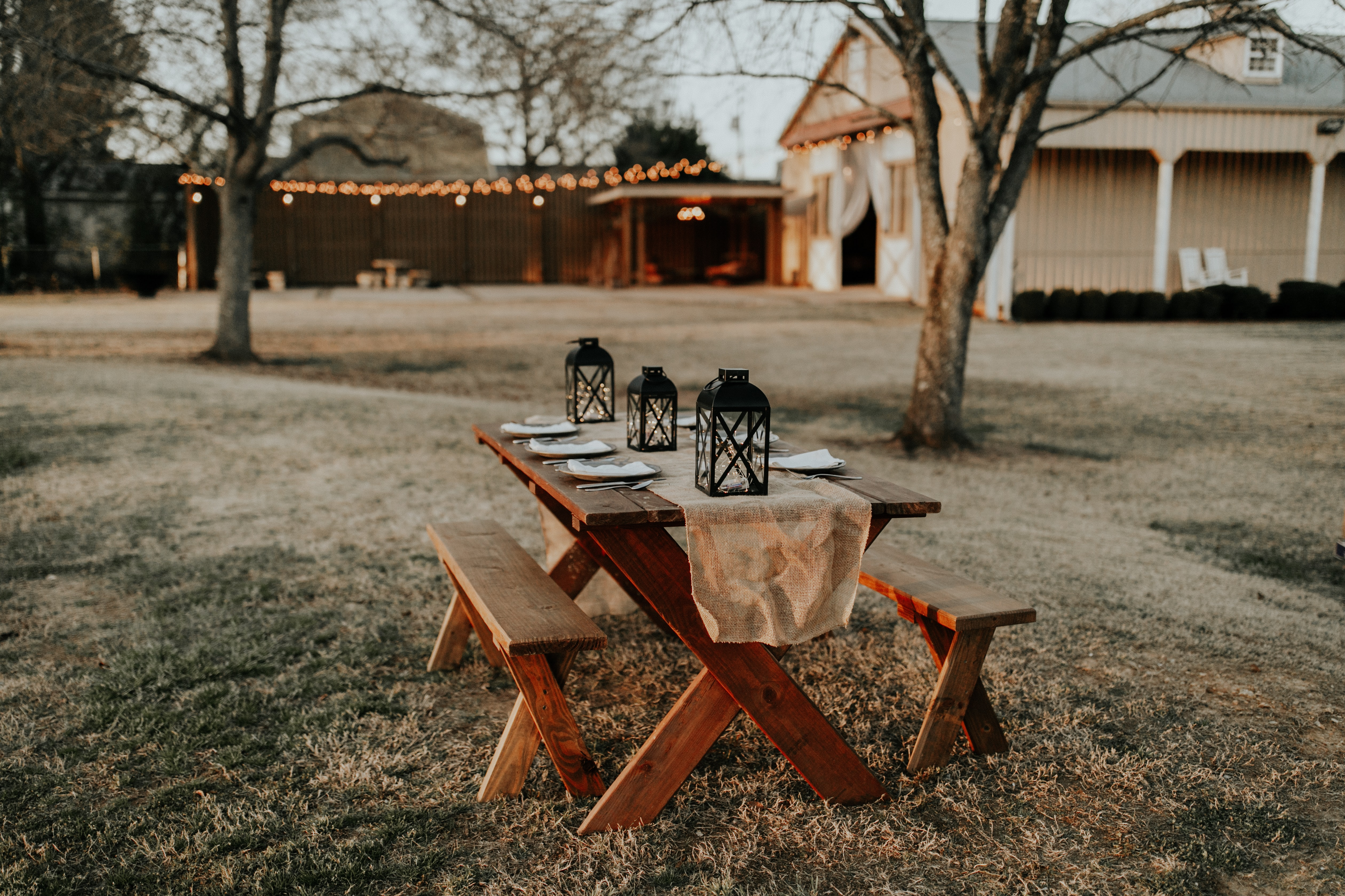 outdoor-family-seating